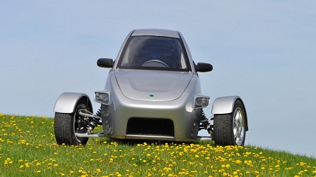 Elio_car_field