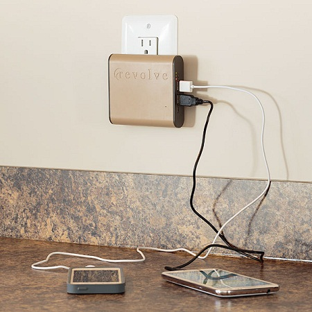 portable_usb_battery_wall_charger_inuse