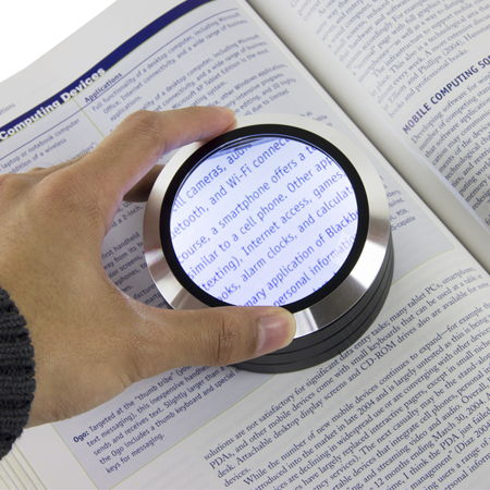 Satechi-ReadMate-LED-Desktop-Magnifier
