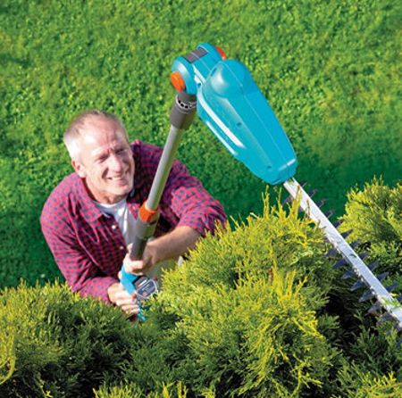cordless-long-reach-hedge-trimmer