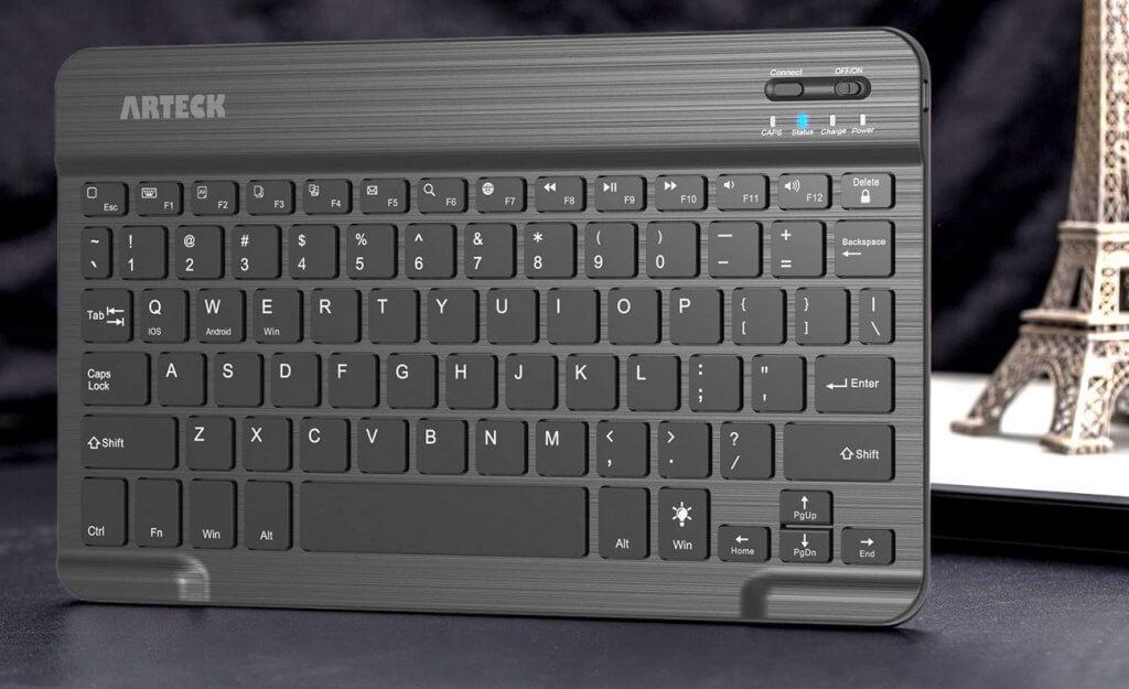Arteck HB030B on desk