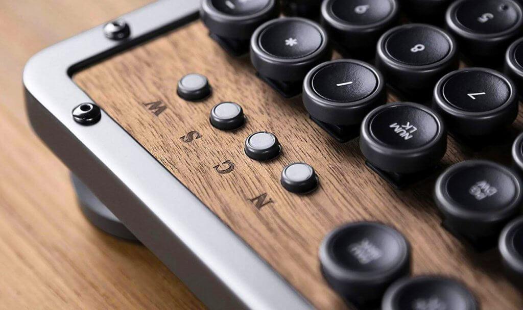Azio Retro BT Classic keys close-up