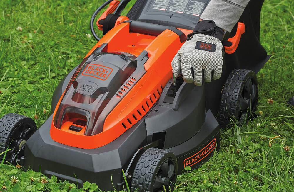 Black+Decker 16-Inch 40-Volt Cordless Lawn Mower cutting deck