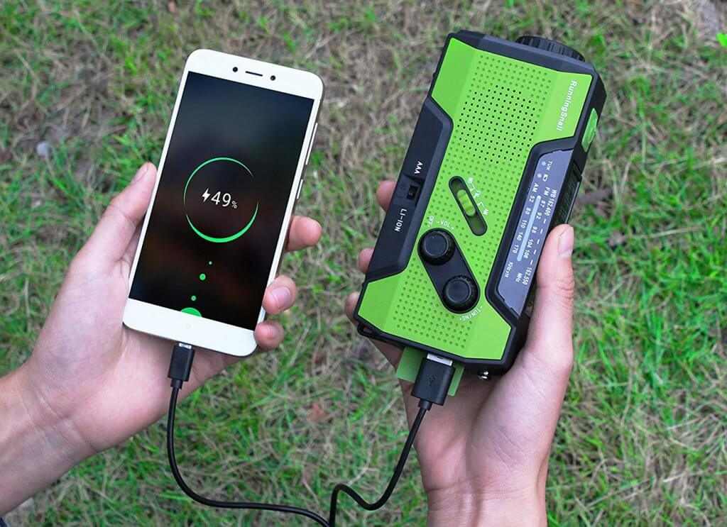 Charging your phone with the Running Snail Basic