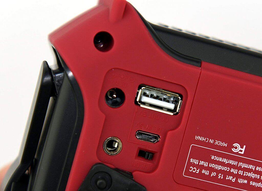 Kaito Voyager KA500 charging outlets