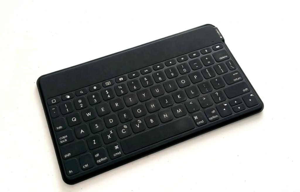 Logitech Keys-To-Go on desk