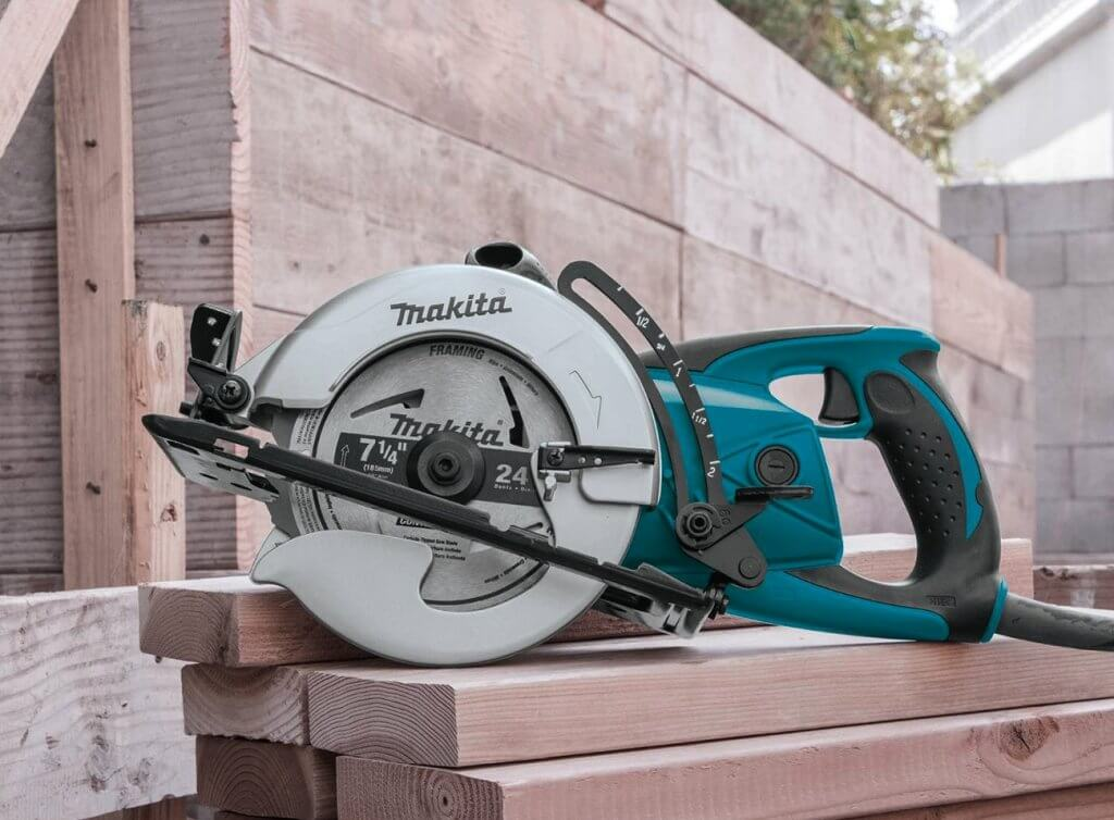 Makita 5477NB Hypoid Saw on 4 by 2s