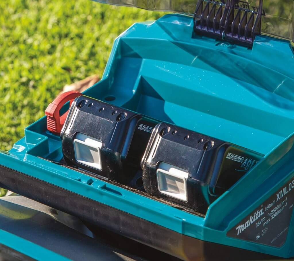 Makita XML03PT1 18-Volt Cordless Lawn Mower batteries