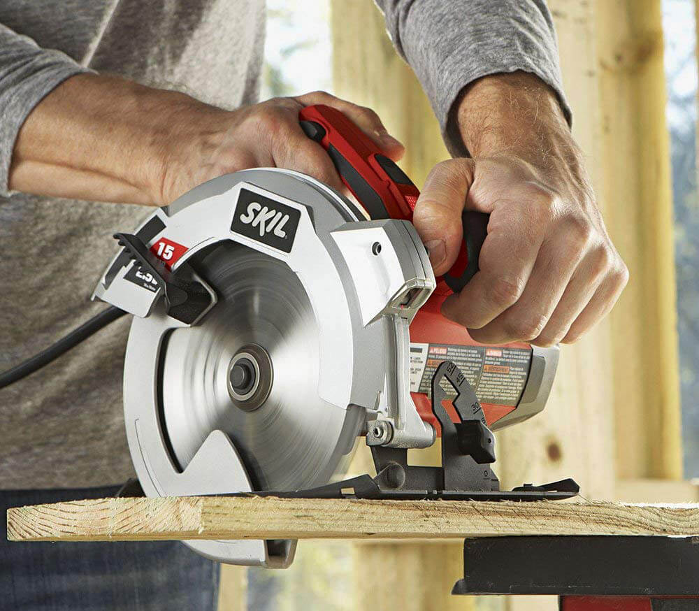 SKIL 5280-01 Circular Saw on plywood
