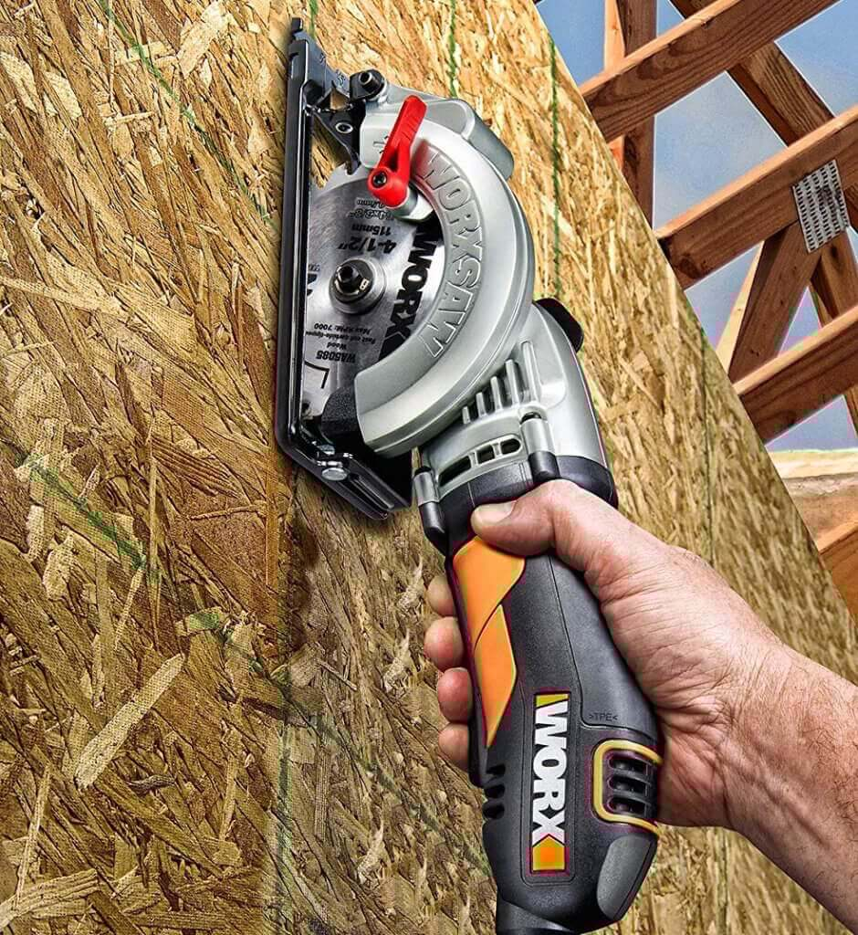 WORX Worxsaw 4-12 Inch Compact Circular Saw WX429L on plywood