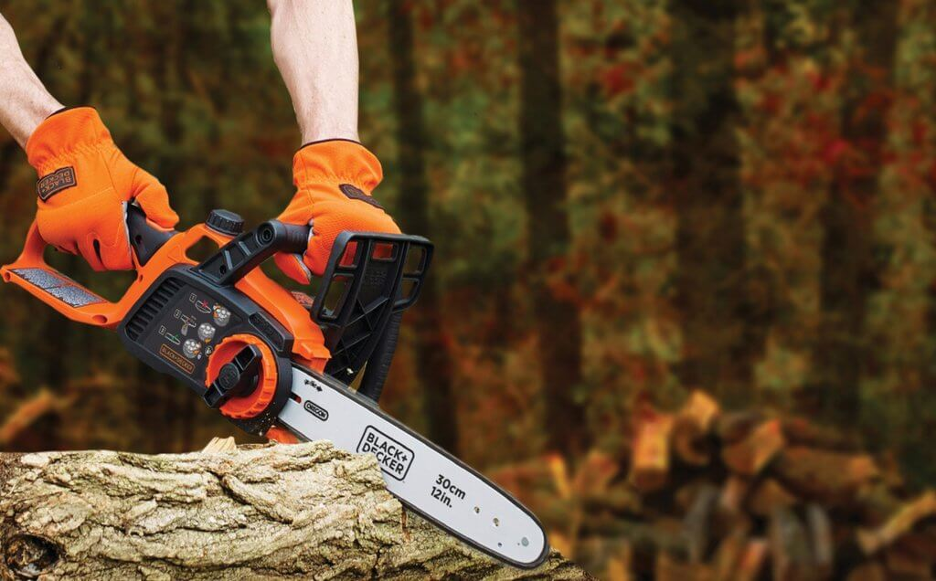 Cordless Electric Chainsaw cutting a tree