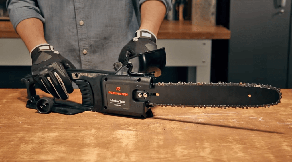Cutting a log with the Remington RM1425 on a table