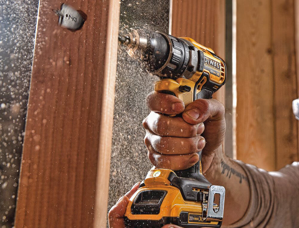 DEWALT 20V MAX XR (DCD791D2) on wood