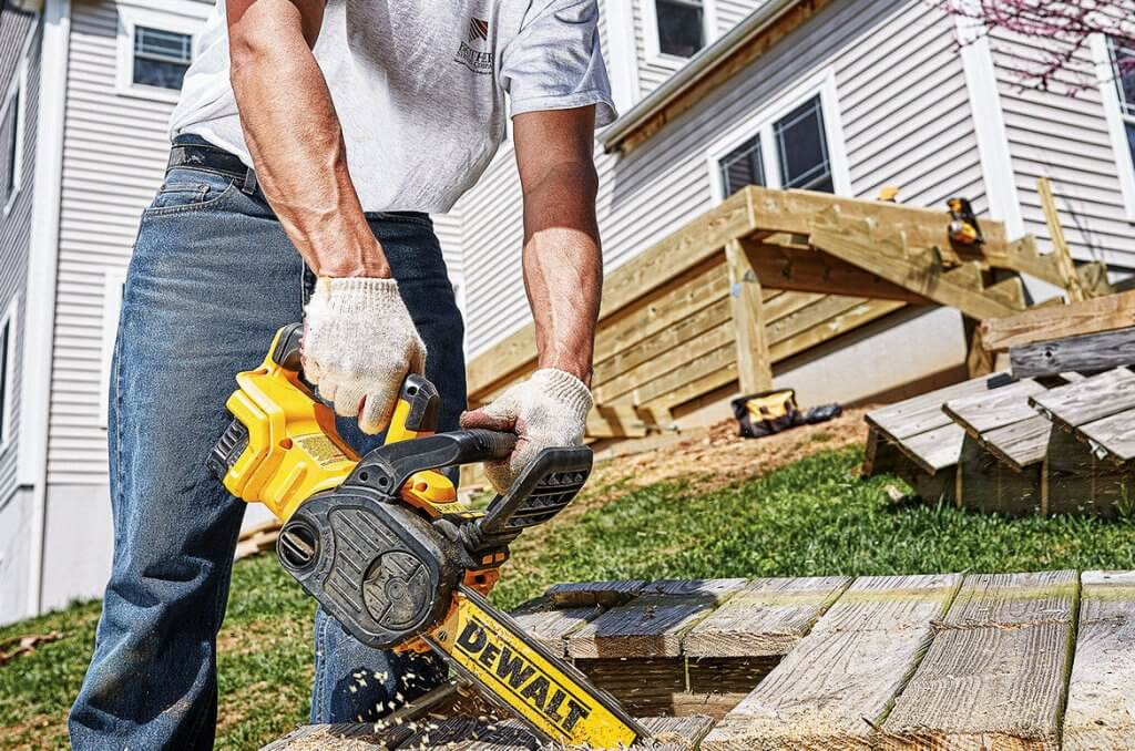 DEWALT DCCS620P1 Compact Electric Chainsaw cutting top down