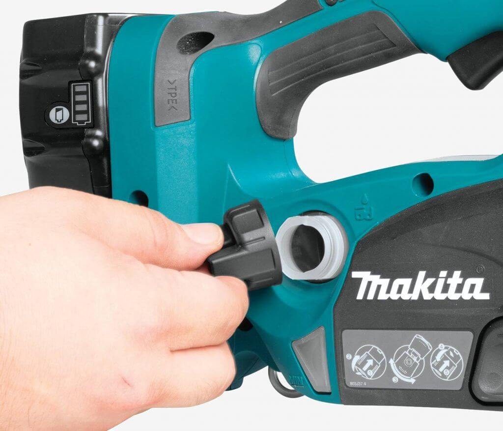 Makita XCU02PT Electric Chainsaw oil change
