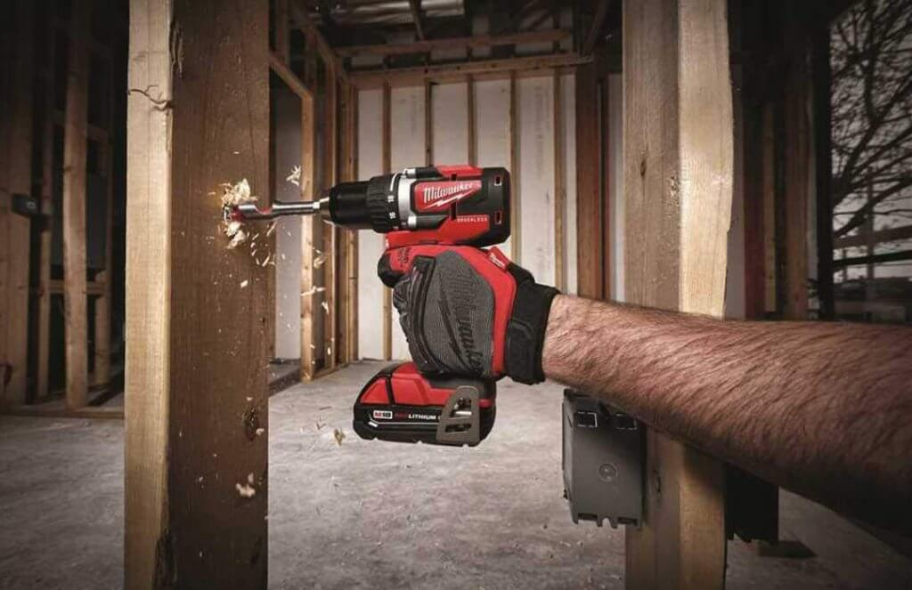 Milwaukee 18V Brushless Drill & Driver (M18 2801-20) on wood