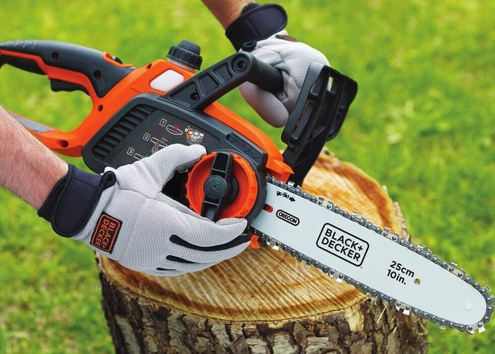 Setting up the BLACK+DECKER LCS1020 Cordless Electric Chainsaw