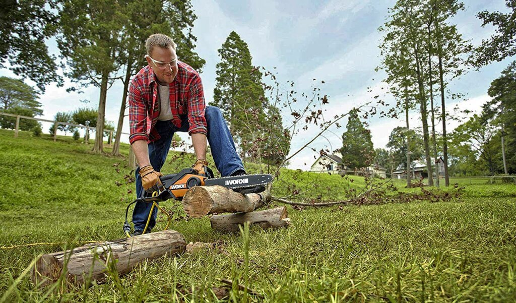 WORX WG303.1 Electric Chainsaw used for cutting wood