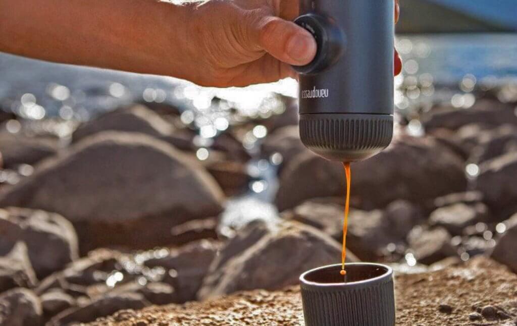 Wacaco Nanopresso making espresso