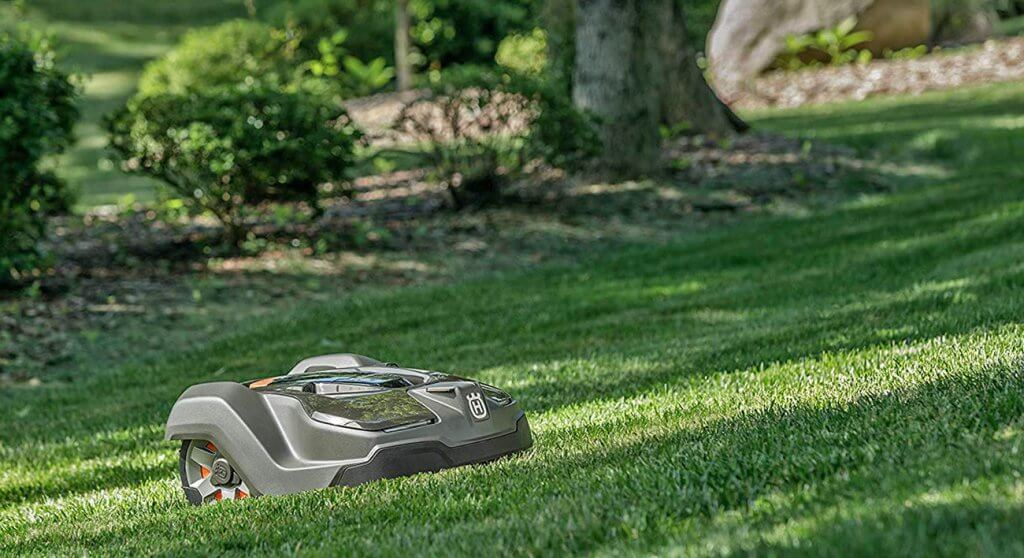 Husqvarna 430X in the garden