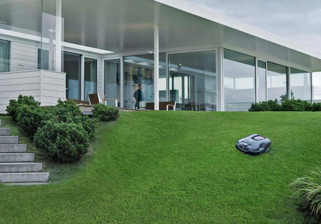 Modern house and Husqvarna AUTOMOWER 315X