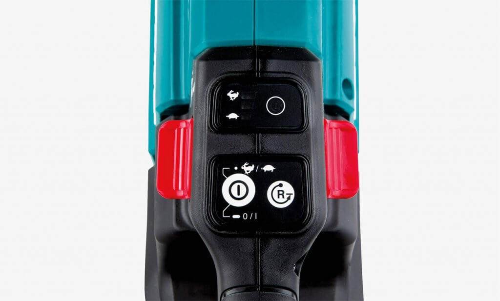 Makita XHU08T Hedge Trimmer controls