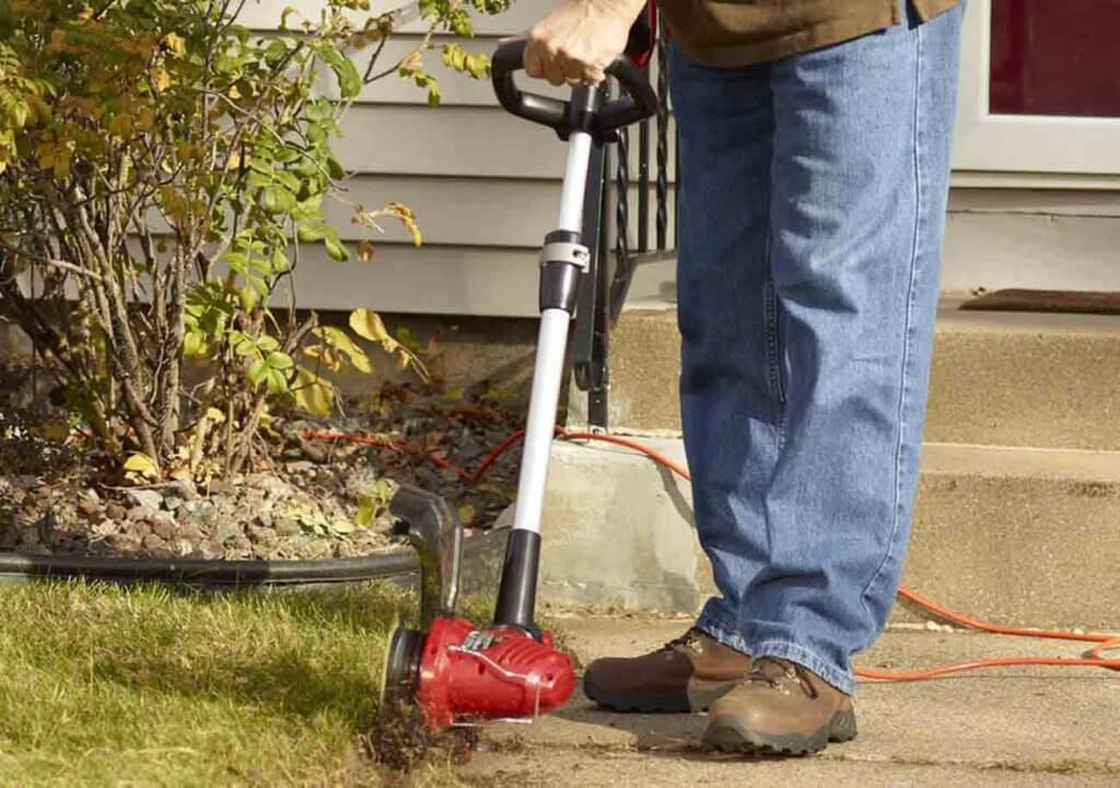 Toro 51480 Corded 14-Inch in the garden