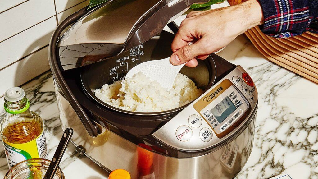ZOJIRUSHI NS-TSC10 Rice Cooker used for preparing rice