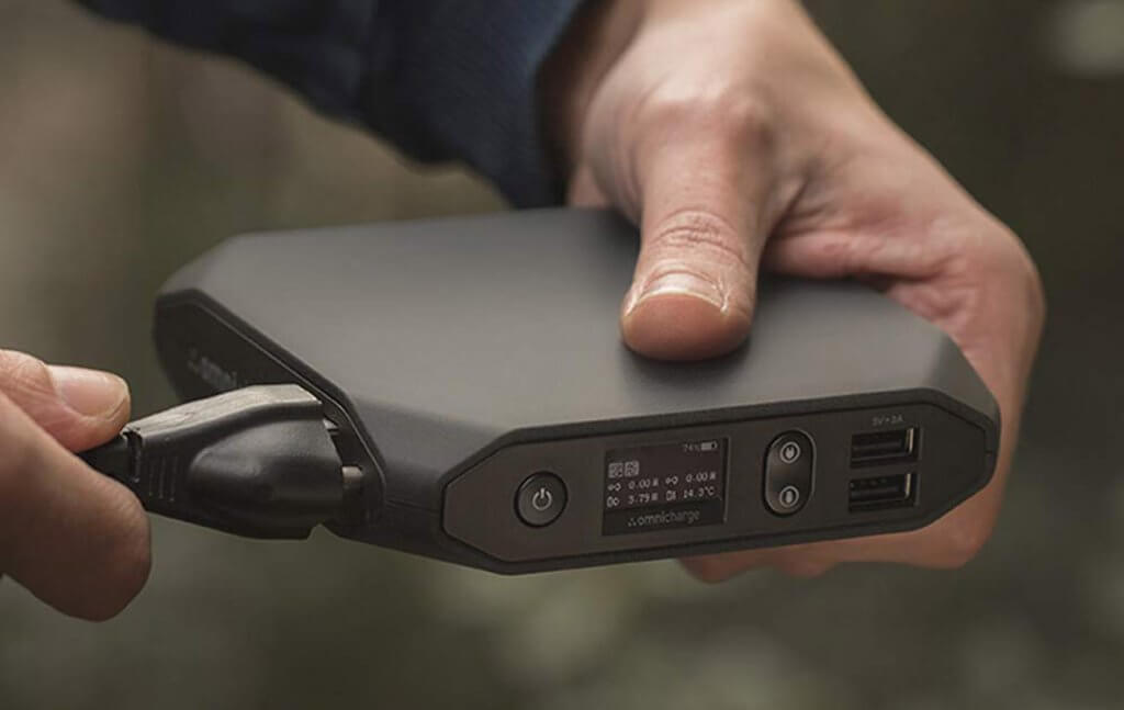 Charging the Omni 20+ Portable Power Bank