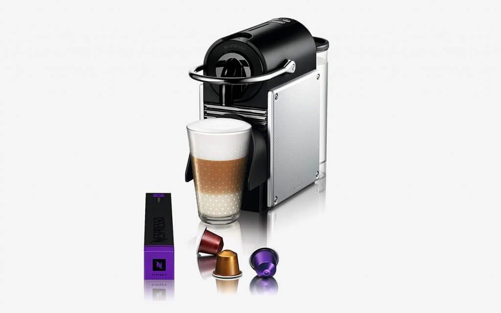 Making a cappuccino Nespresso by De'Longhi EN125SAE