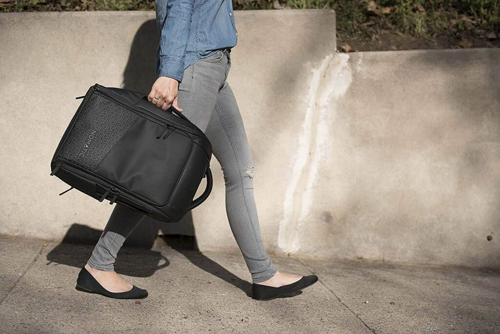 Someone carrying the NOMATIC Backpack Slim