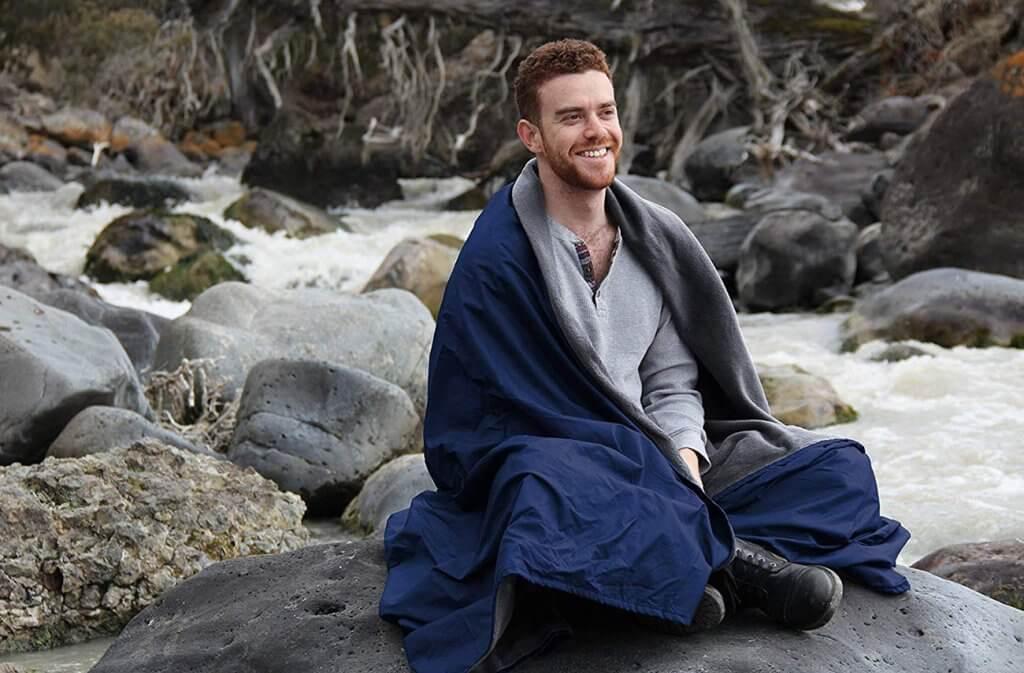 Someone using the Oceas Extra-Large Outdoor Waterproof Blanket