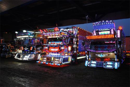 dekotora-trucks-2-sm.jpg