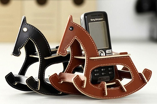 rocking_horse_cell_phone_holder_2