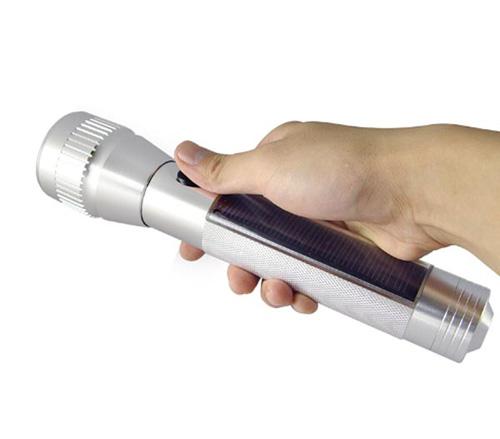 solar-led-flashlight_1